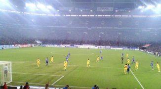 Schalke wygrywa w hicie. Lewandowski ratuje Bayern